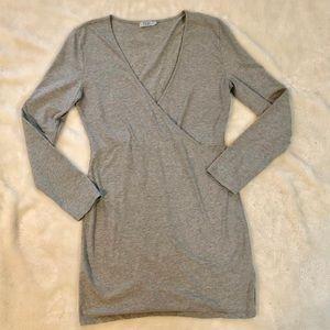 Tobi body con 3/4 long sleeve V-neck dress